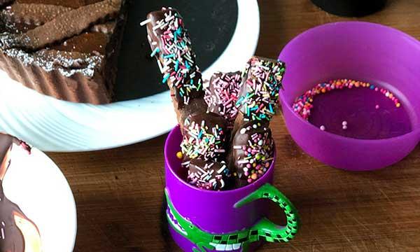 Biscottini al cioccolato fatti con gli avanzi della pasta frolla