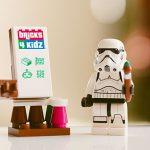 corsi lego con Briks4Kids, lavagna lego e pupazzetto