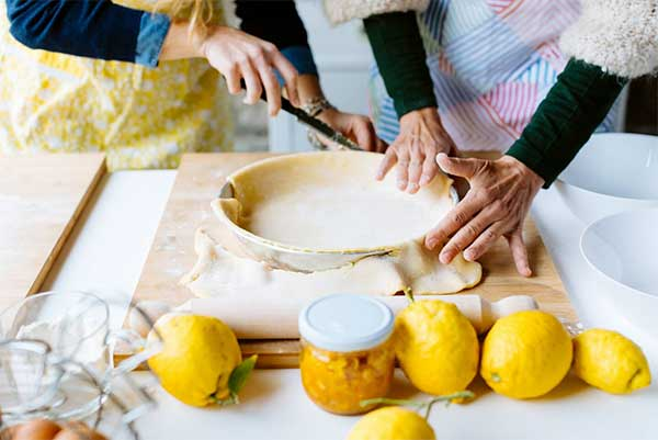impasto per ravioli e limoni in primo pianoi