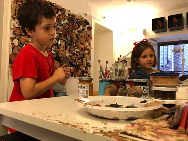 bambini in laboratorio presepe napoletano