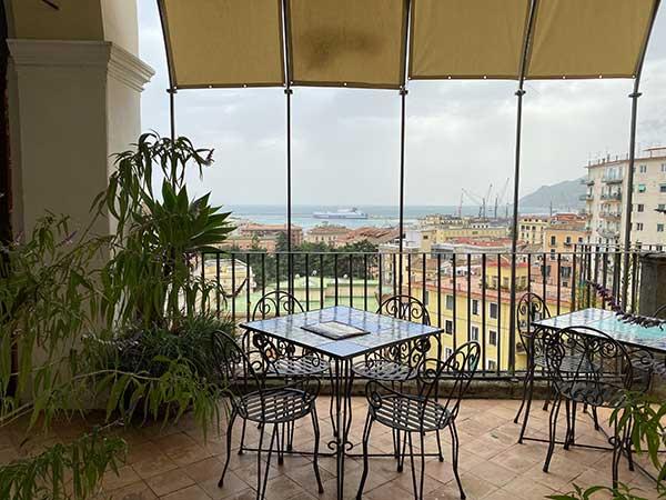 Giardin odella Minerva Salerno tavolini