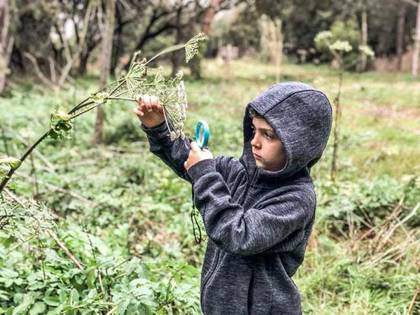bambino nella natura