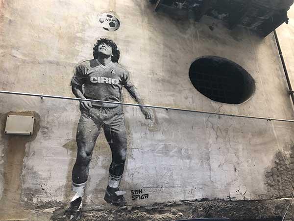 Maradona vico Lungo Gelso