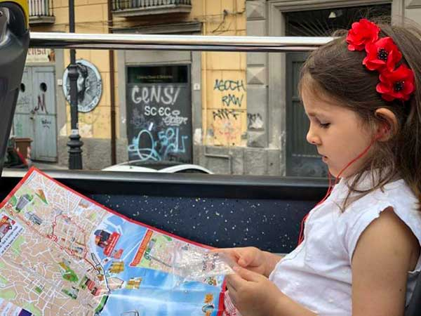Napoli con i bambini in giro sul CitySigntseeing-2