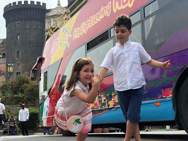 Napoli con i bambini in giro sul CitySigntseeing