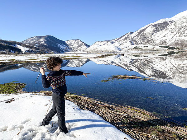 lago del matese bambino neve