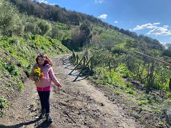 bambina trekking facile