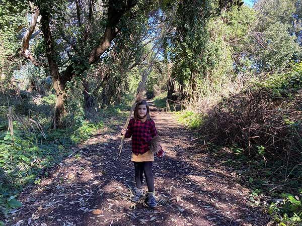bambina nel Parco quarantena bacoli bosco
