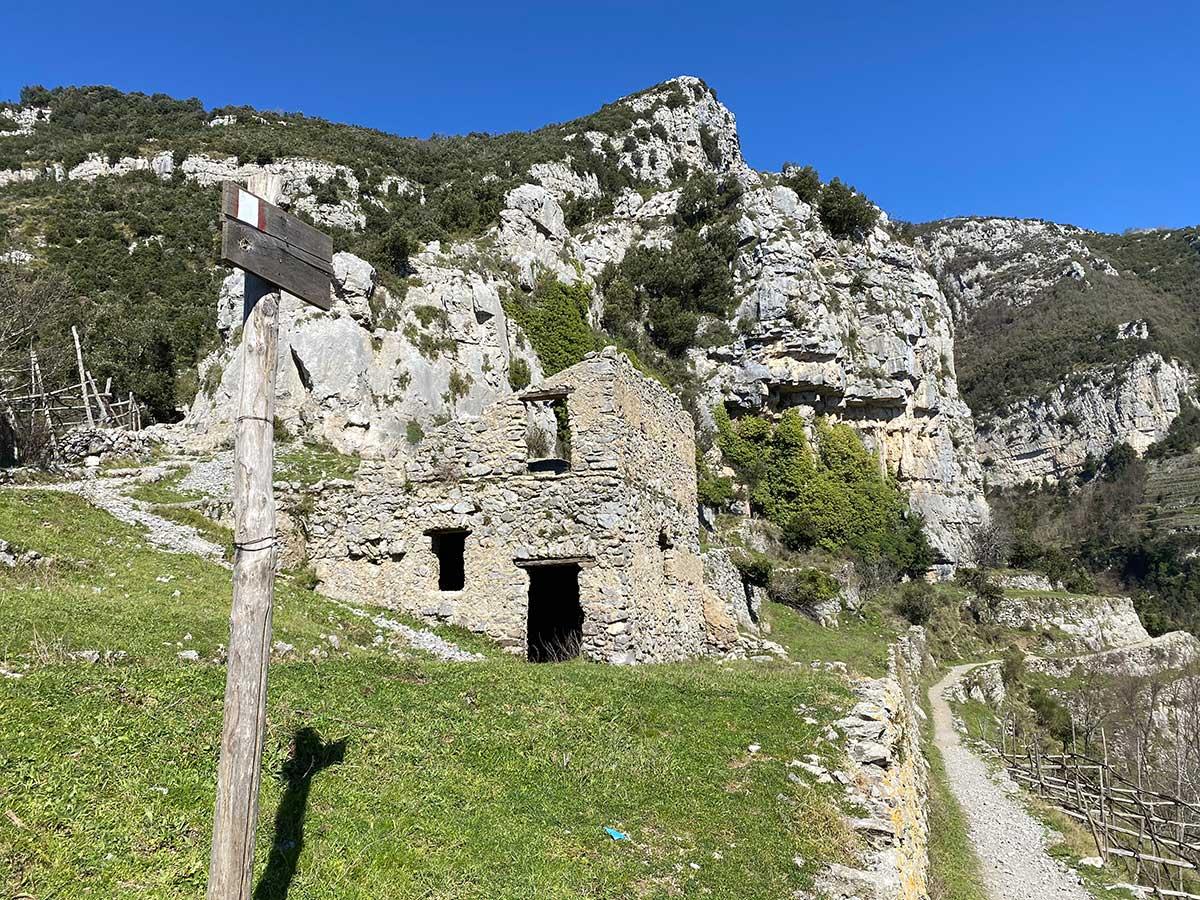 Sentiero degli dei case abbandonate