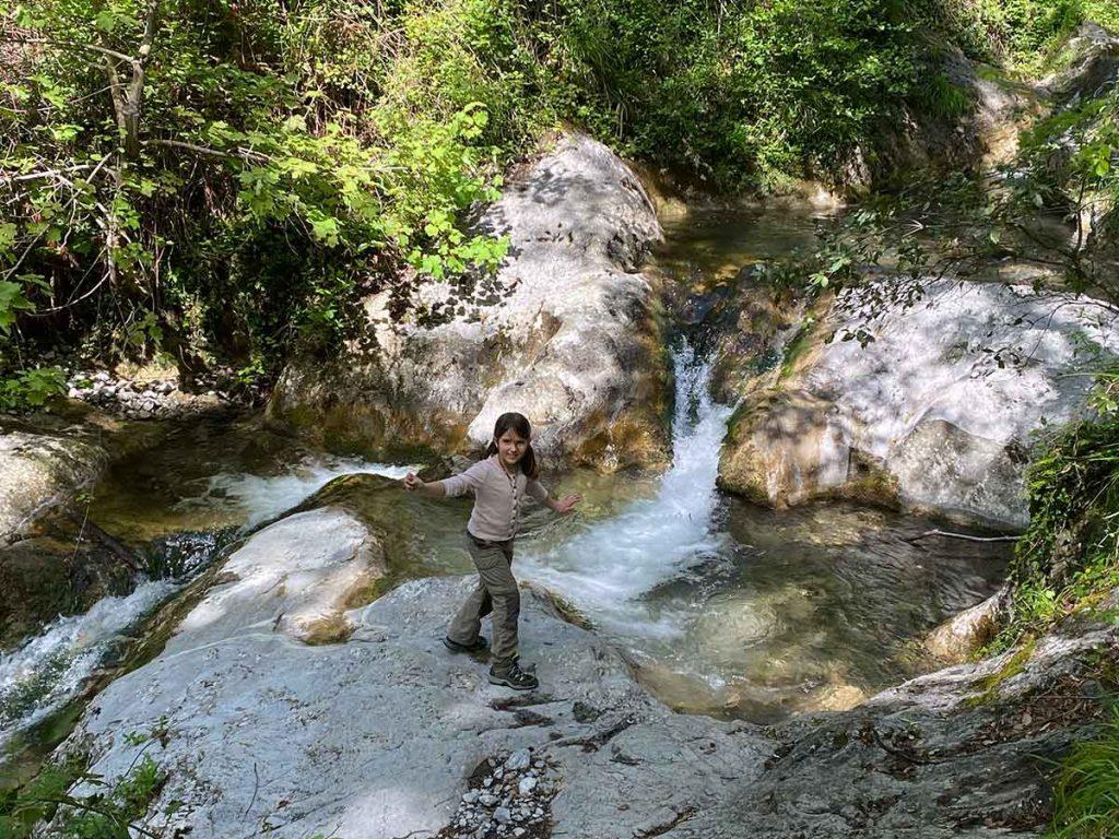 Valle delle Ferriere, trekking tra felci preistoriche, cascate e bagno ad Amalfi
