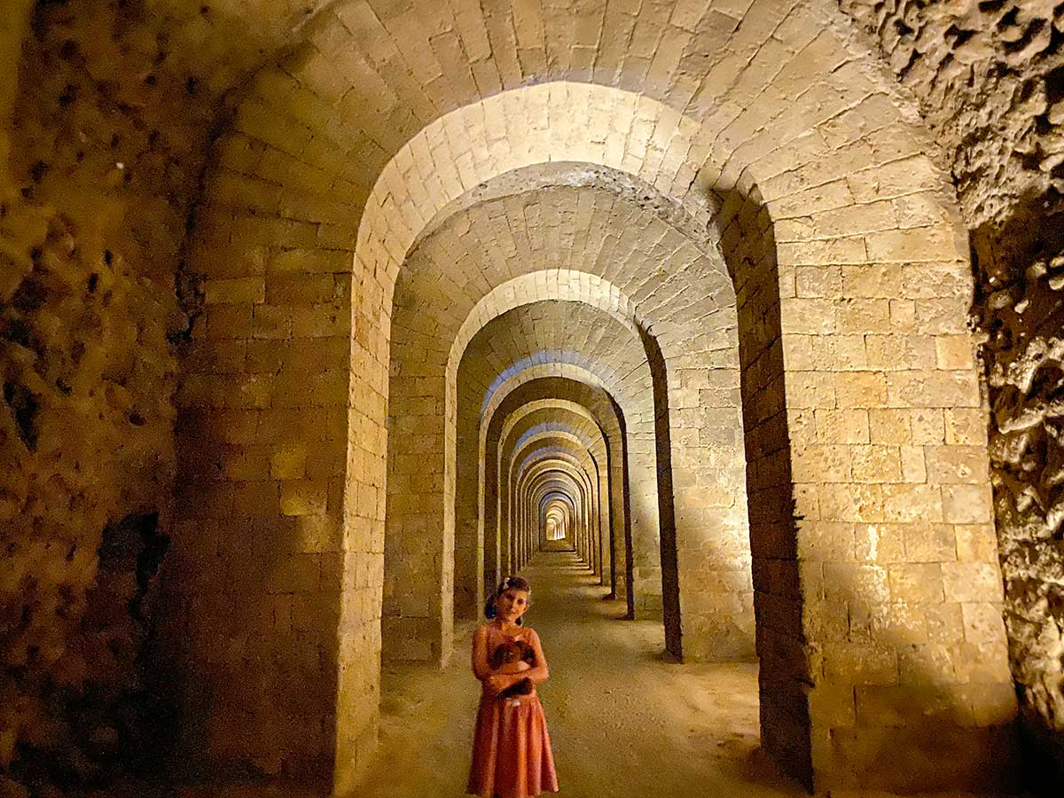 bambina nella grotta seiano napoli